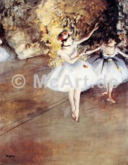 Zwei Tänzerinnen auf der Bühne -
