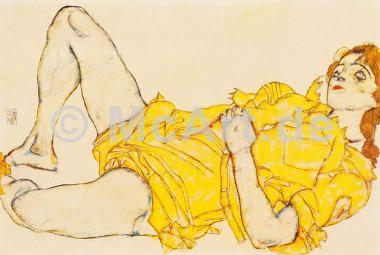 Liegende Frau im gelben Kleid -